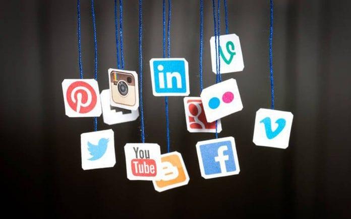 SOCIAL MEDIA epixeiro.gr