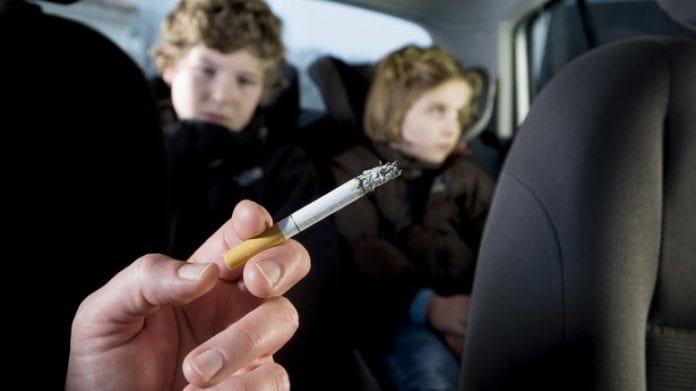 Πρόστιμο κάπνισμα παιδιά αυτοκίνητο