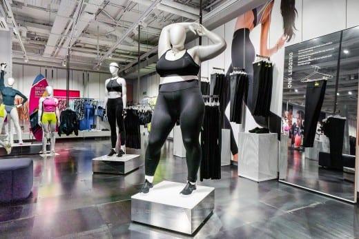 Nike βιτρίνα κούκλες καμπύλες